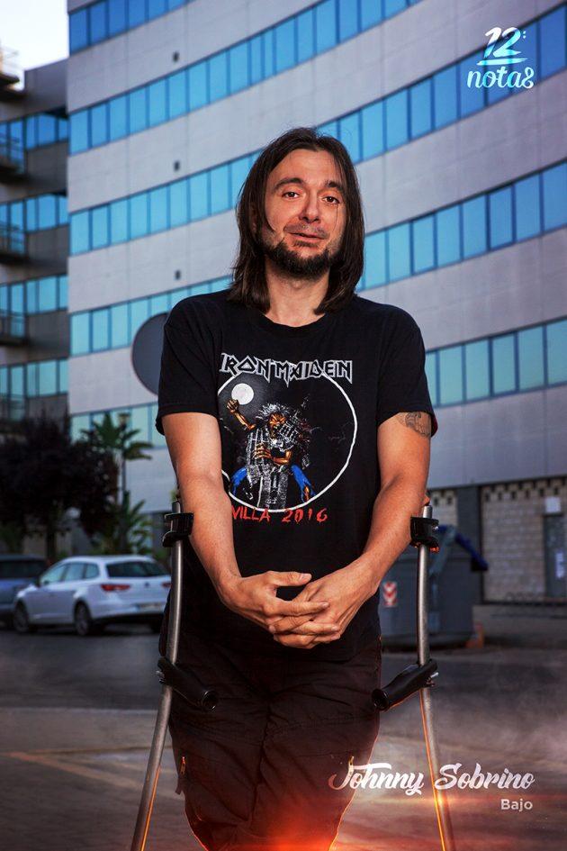 Johnny Sobrino - Bajo